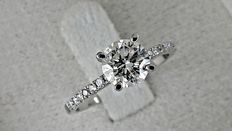 1.07 ct round diamond ring made of 18 kt white gold - size 8 ***No reserve price ***
