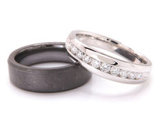 Wedding ring set, 2 rings in 14 kt white gold and diamonds, ceramic, ring size: 19 & 18 mm