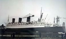 6 vintage press photographs of the building and the maiden voyage of the Cunard liner RMS Queen Mary - 1935