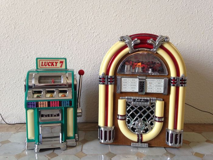 Two mini Jukebox with radio and light, works on battery - 20th century