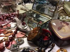 Collection of vintage jewelry, jewelry boxes - a lot of 150 pieces - 6.3 kg.