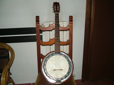 Lot consisting of a 6-string banjo - 1970s
