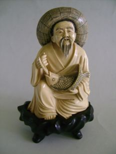 Ivory statuette A lucky fisherman – China – Circa 1920/30