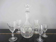 Crystal cut decanter with 5 (crystal) cut glasses, 19th century