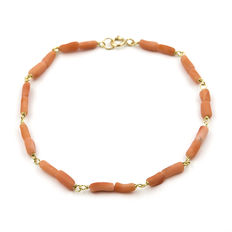 Yellow gold, 750/1000 (18 kt) - Bracelet - Irregular-shaped corals - Length: 19.00 cm