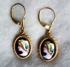 Gold earrings with manually enamelled image.
