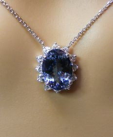 18 kt gold necklace with natural 4.32 ct IF tanzanite and diamonds of 0.70 ct – GIA certificate – No reserve price.