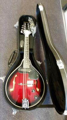 New electro-acoustic mandolin Transparent Cherry Redburst, Portuguese model with solid shaped case