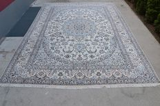 Exclusive Persian carpet Nain Habibian 6La super fine with silk handwoven