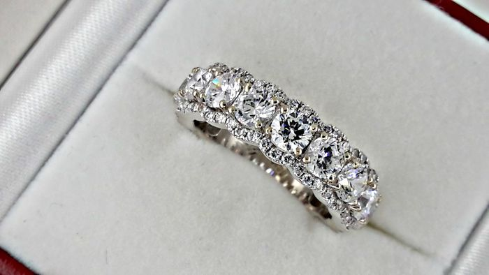 3.71 ct round treated diamond wedding ring in 14kt white gold - size 7,5