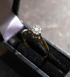 Gold 18 kt, solitaire, diamond ring - size 17 mm.