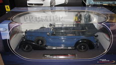 Signature Models - Scale 1/18 - Mercedes-Benz 770K - 1938 with 2 figures