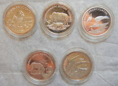 "World - Lot of 5 medals ""30 Years WWF"" - Silver"