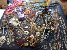 A massive lot of decorative jewellery from estate clearance over 155 items.