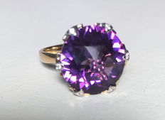 14 kt gold ring with 11.68 ct purple amethyst, diamonds 0.05 ct - size 9.5