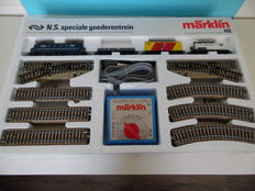 "Märklin H0 - 0991 – Start set ""N.S. Special freight train""- E-locomotive 1100 series with 3 carriages, large oval track with 2 switches and transformer"