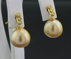 A pair of yellowish gold South Sea pearl, brilliant, earrings - 10.5 mm - 750 / 18 kt yellow gold - no reserve