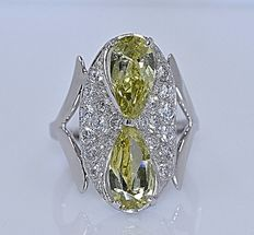 Golden Peridot and Diamonds ring - No reserve price!