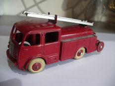 Dinky Toys-France - Scale 1/48 - Berliet First aid Firedepartment No.32E