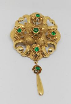 Broock in 18 kt yellow gold with emeralds