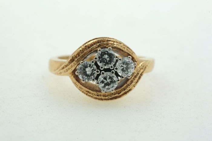 Gold ring with 0.80 ct diamond VVSI TW