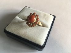14 karat gold ring with precious coral