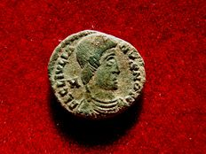 Roman Empire - Julian II as caesar (355-360 A.D.) mini top barbarous AE9 (1,32 g. 9 mm.). Barbarous imitation from Arles, struck in Gaul or Germany around 355-365 A.D. FEL TEMP REPARATIO. D/CON.