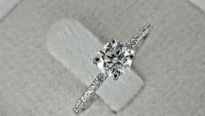 0.64 ct round diamond ring made of 18 kt white gold - size 7