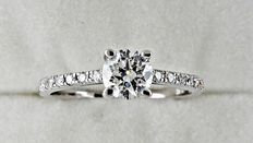 0.69 ct round diamond ring made of 18 kt white gold - size 6,5 *** No reserve price ***