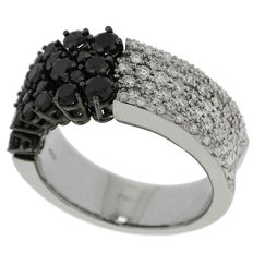 "Chimento – ""Lou Lou"" white gold ring witgoud with white and black diamonds – Ring size 17.5 (55)"