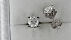 2.16 ct round diamond stud earrings 18 kt white gold