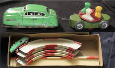 Höfler, US Zone Germany - Length oval 50 cm - Tin car track with clockwork car and trailer, 1950s