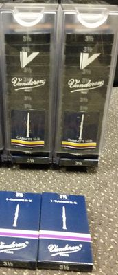 60 boxes of traditional clarinet reeds, size 3.0, 30 boxes of 2 pieces