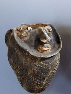 Ritual vessel with spirit-faces - Kwoma tribe - Papua New Guinea