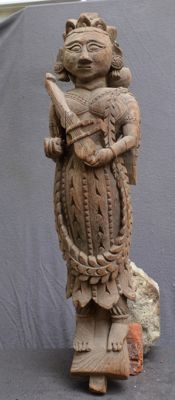 Architectural part, statue of a woman with a musical instrument - India - 19th century