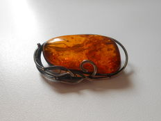 Large jugenstil brooch with amber, around approx. 1920