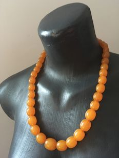 Antique Baltic Amber necklace 1920's, Amber, opaque and olive shaped beads 5.1 grams