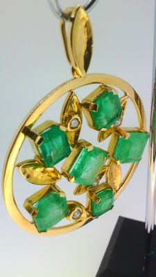 Gold, 18 kt Pendant with emeralds and diamonds 43 mm