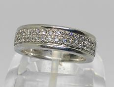 18 kt gold Ring with 34 diamonds (0.68 ct) Size: 17.5 mm
