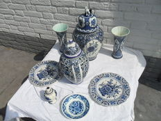 Complete Delft Blue Boch Sphinx Cabinet set (with lion) and various Delft blue pottery items.