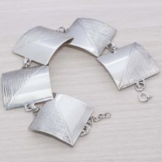 Rhodium-plated sterling silver bracelet in Italian design.