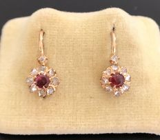 "Delicate pair of vintage ""dormeuses"" earrings from the 19th century in 18 kt two-tone gold, adorned with garnets and diamonds"