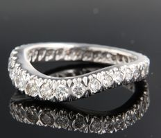 18 kt white gold eternity ring with 32 diamonds, ring size 17.75 (56)