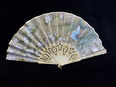A carved, pireced and polychrome folding fan - Spain or France - late 19th century