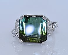 9.68 ct Green Tourmaline and Diamonds ring - Size: 12 - No reserve price!