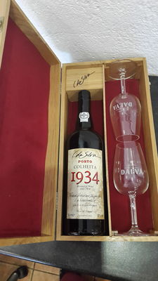 1934 Colheita Port C. Da Silva Dalva – bottled in 2001 – 1 bottle in a beautiful case with 2 glasses