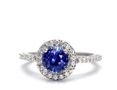 White gold cocktail ring with 0.40 ct central sapphire and diamonds totalling 0.35 ct (G/VVS)