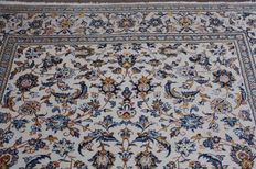 Original & Wonderful Persian Iran Kaschan with certficate of authenticity 204x 305 cm hand knotted around 1995