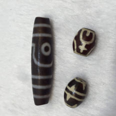 Three agate beads - Asia - late 20th/21st century