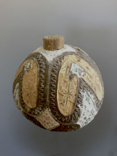 Old lime container - Marind Anim - West-Papua